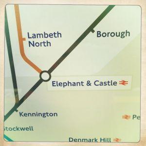 Jeg havde egentlig først taget billedet af den ene åbenlyse grund - elefanten. Og jeg havde kigget på det flere gange, før jeg opdagede Denmark Hill. Tænker, om personen, som har fundet på det navn, mon nogensinde har været i Danmark. Her er jo ingen højder. Eller er der? Jo, der er vel egentlig en.